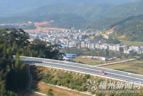 閩清東橋持續清違建設美麗家園 拆違1300余平米