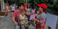 红马甲小红帽 志愿者身影满榕城 - 福州新闻网