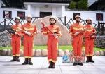 ▲奥运冠军何雯娜参加消防公益行动 - 新浪