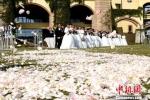 浪漫的婚礼现场。 王东明 摄 - 新浪