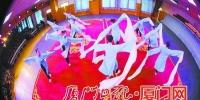 厦门艺校2015级高甲戏班学生表演水袖舞。 - 新浪