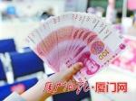 春节临近银行网点迎来人潮 工作人员提醒:兑换新钞要趁早 - 新浪