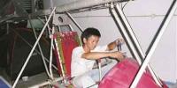 漳州一男子仅初中学历 造出两架飞机大小发明40余件 - 新浪
