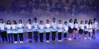 夏令营最佳营员获颁证书。吴林 摄 - 福建新闻