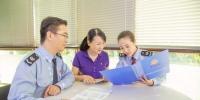 国家税务总局福州市税务局工作人员深入企业调研。 - 福建新闻