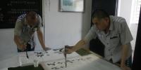 福建某监狱内,服刑人员进行书画比赛。通讯员 供图 - 福建新闻