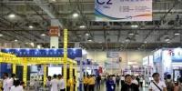 资料图:2018年4月12日,民众在台湾企业展区参观。当日,2018厦门工博会暨第22届海峡两岸机械电子商品交易会在厦门举行。中新社记者 吕明 摄 - 福建新闻