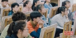 参加美术高考的学生集中进行专业培训 - 新浪