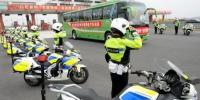 22辆铁骑到高速公路口迎接医疗队员。 张金川 摄 - 福建波克棋牌游戏手机版