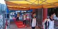 永安市初三学生逐一进行热成像红外测温仪检测。 魏兴谷 摄 - 福建新闻